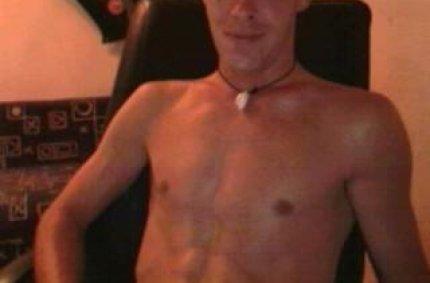 Profil von: Dude - swinger treff, taetowierte Brust